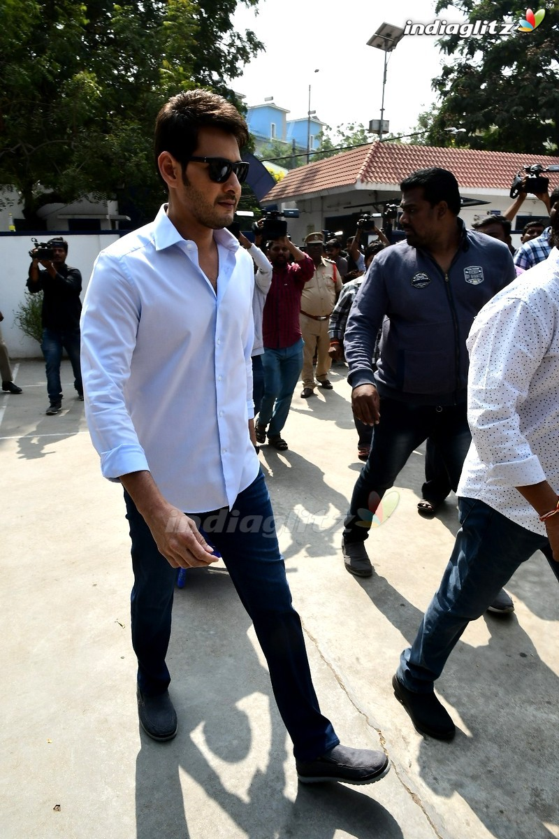 Mahesh Babu, Rana Cast Their Votes In Telangana Elections