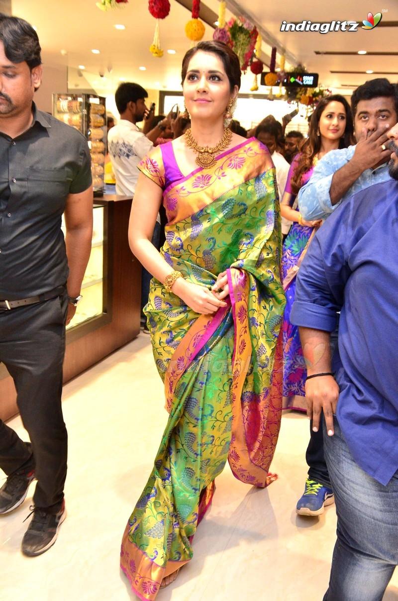 Nagarjuna & Raashi Khanna @ South India Shopping Mall Inauguration
