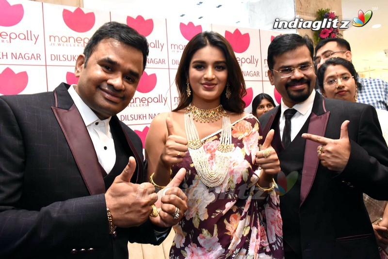 Niddhi Agerwal Launches Manepally Jewellers 4th Branch at Dilsukhnagar