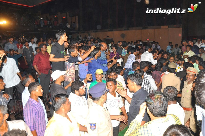 'Paisa Vasool' Team Visits Sandhya 70MM, Hyd