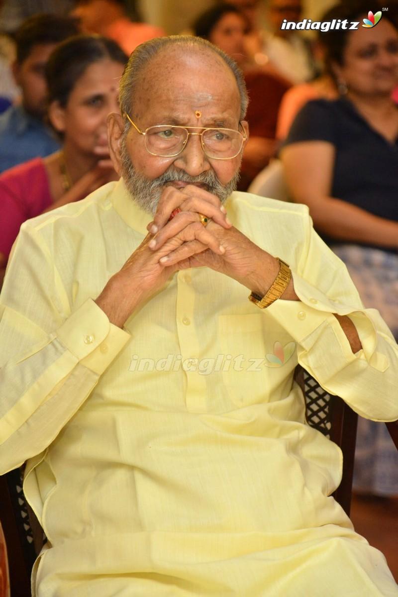 Sirivennela Felicitated At K Viswanath's Athmeeya Abhinandana Sabha
