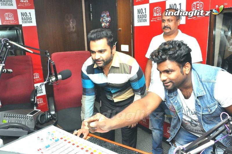 'Veedevadu' Song Launch @ RED FM