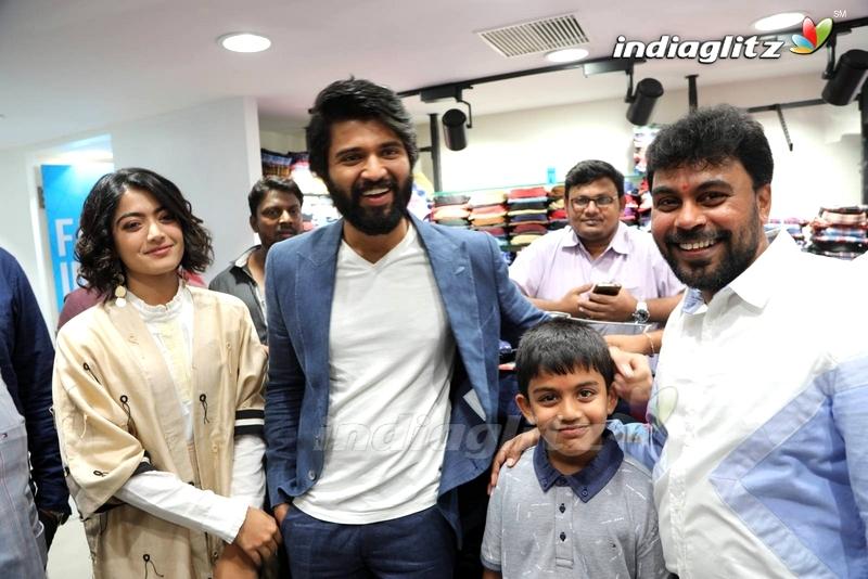 Vijay devarakonda , Rashmika Inaugurates KLM Fashion Mall at Chanda Nagar