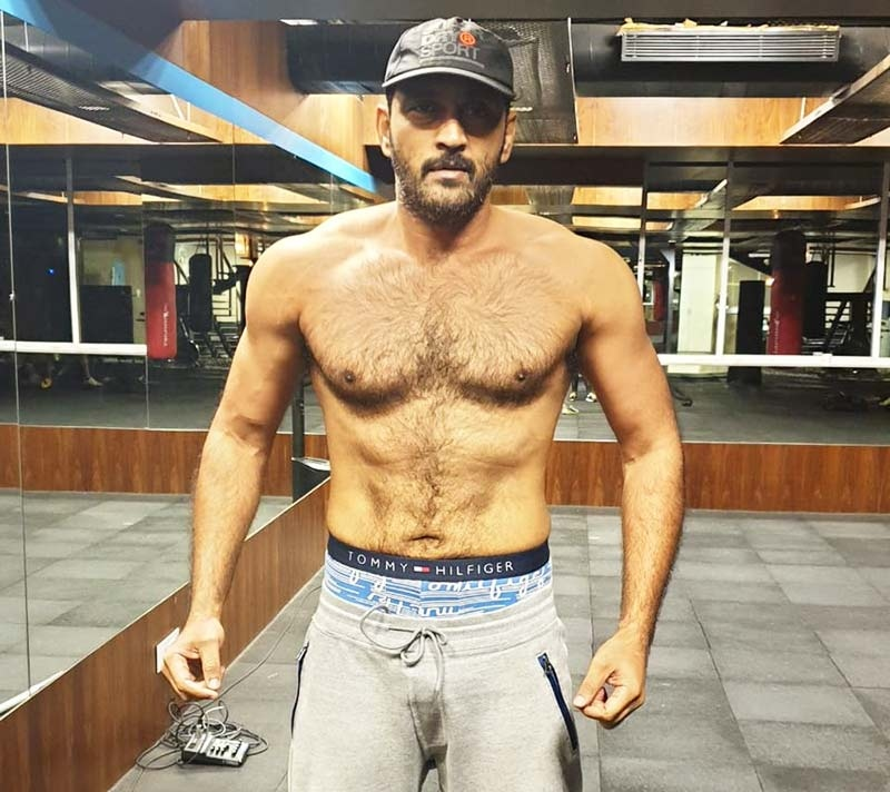 Pic Talk: Ajay sports abs, looks macho