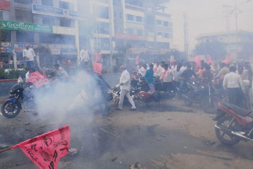 Harish Rao escapes danger - Telugu News - IndiaGlitz com