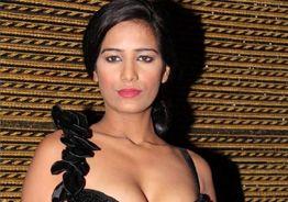 Internet sensation Poonam Pandey announces donation