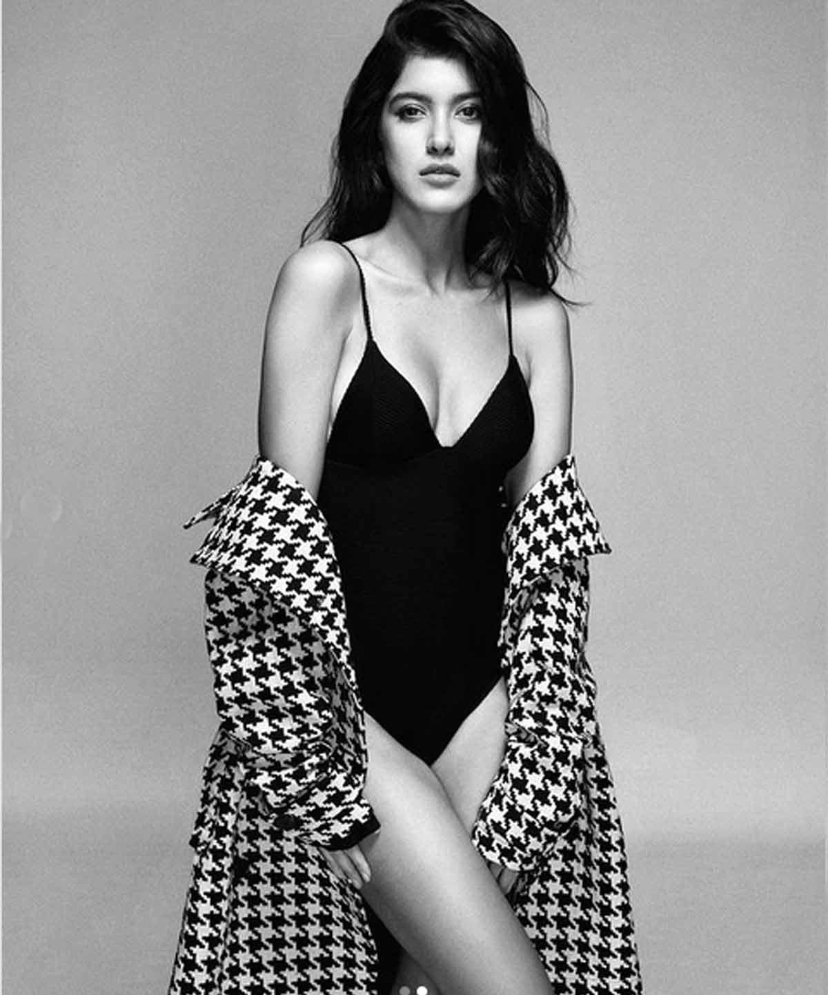 Pic Talk: Shanaya Kapoor looks scintillating in monokini