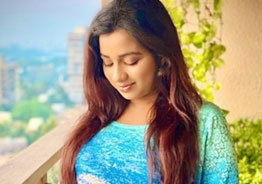 Shreya Ghoshal is pregnant, seeks blessings of one and all