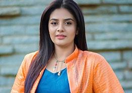 Anchor Sreemukhi denies all relationship rumours