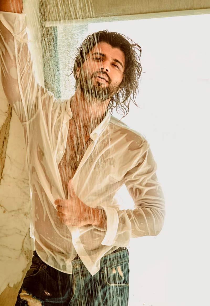 Pic Talk: Girls swoon over Vijay Deverakondas supra-hot pics