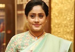 Vijayashanthi wishes 'Raahu' the best