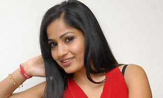 Another Telugu actress to test her luck in Kollywood