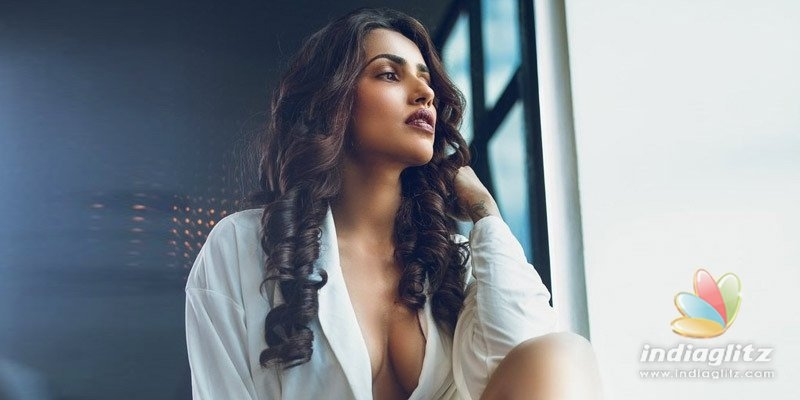 Go for jeans this quarantine season, Akshara Gowda tells women