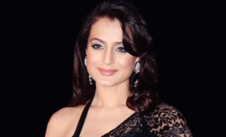 Arrest warrant against Ameesha Patel