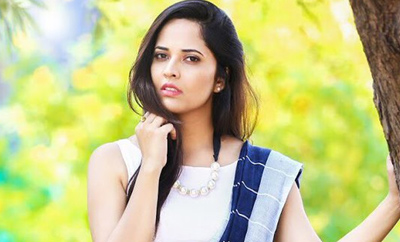Saree-clad Anasuya is an enchantress
