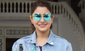 Anushka Sharma gives a class to Sunil Gavaskar over bad commenatry