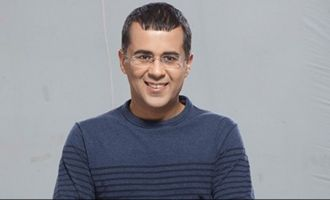 Trouble! Chetan Bhagat's WhatsApp chat with woman revealed