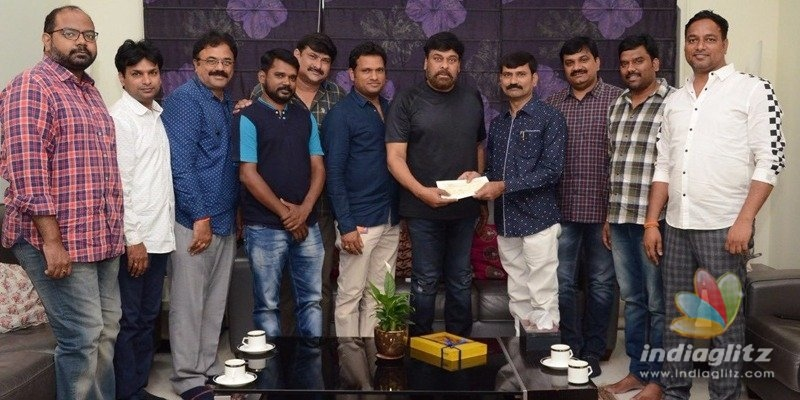 Chiranjeevi gives cheque for journalists welfare