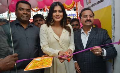 Hebah Patel Launches B New Mobile Store @ Tenali