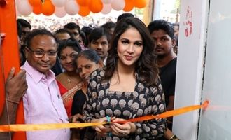 lavanya Tripathi Launches Happi Mobiles Grand Store @ Kadiri