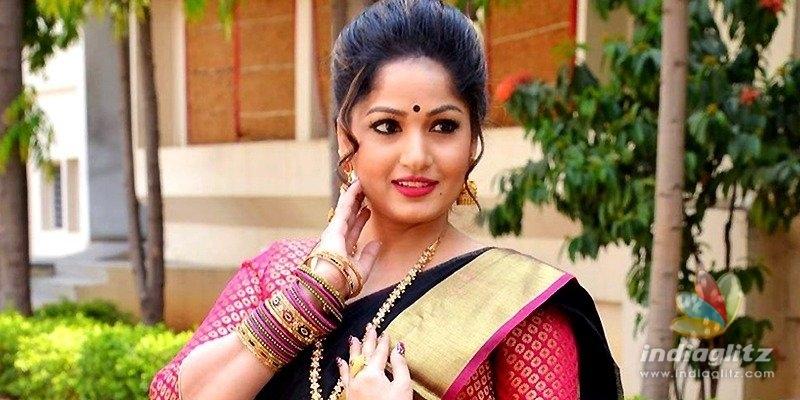 Is Nacchavule heroine Madhavi Latha pointing towards her marriage?