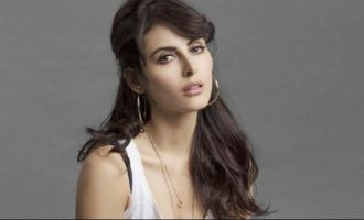 Director asked me to remove clothes, Mandana complains