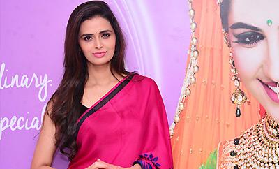 Meenakshi Dixit Launches Naturals Salon @ Vijayawada