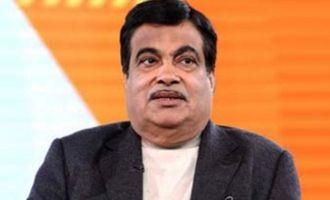 Gadkari falls due to sugar, Governor saves him