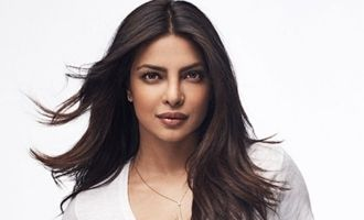 Journalist says sorry to Priyanka Chopra