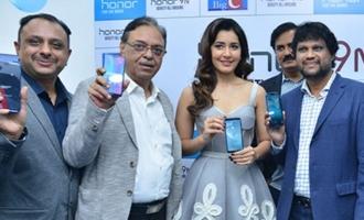 Raashi Khanna Launches Honor 9 Smart Phone