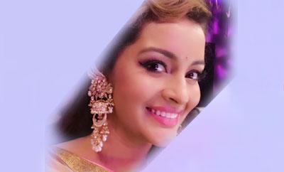 Renu Desai in full-to 'Neethone Dance' mode