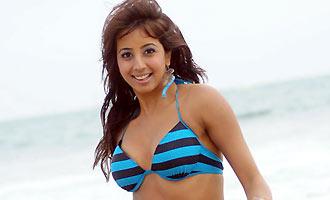 Sanjjanaa cameo in Sardaar Gabbar Singh