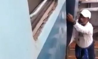 Viral Video: Railway employee risks his life to restore system