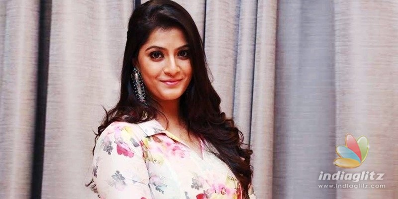 Is Varalakshmi playing a second lead in Krack?