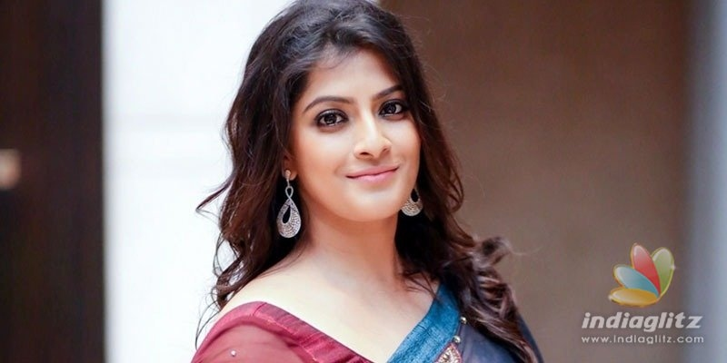 Varalaxmi Sarathkumar asks media to back off on marriage rumours!