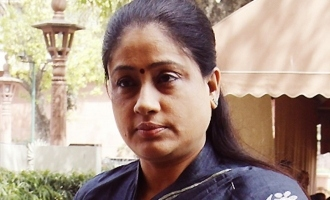 Vijayashanthi refutes party change rumours