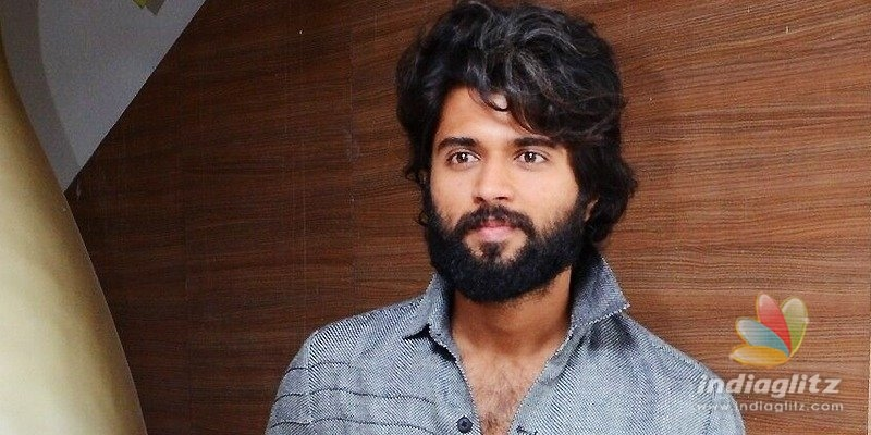 Vijay Deverakonda cant leave the cigarette alone