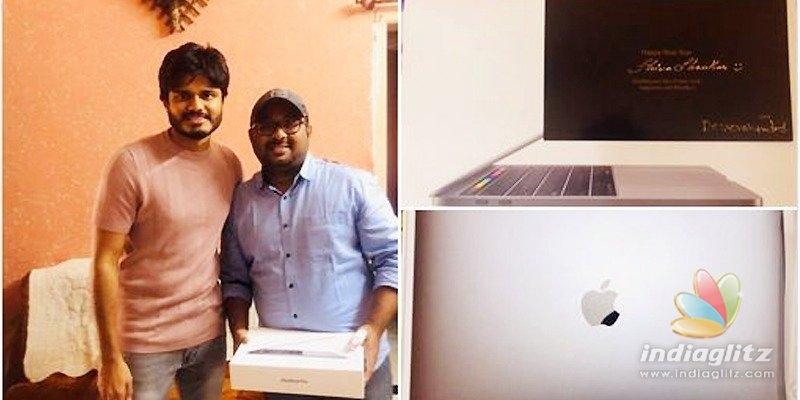 Vijay Deverakonda gifts big thing to fan!