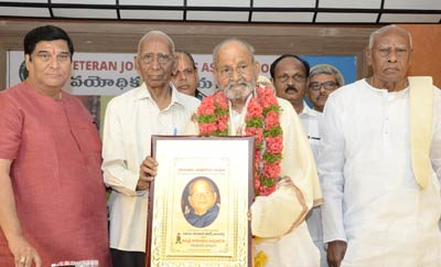 Veteran Journalists Association Felicitates Dadasaheb Phalke Awarded K Viswanath