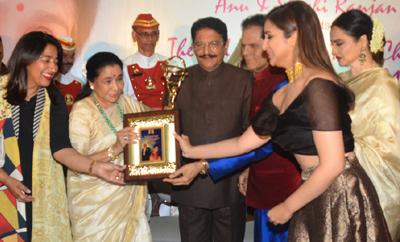 Asha Bhosle Felicitated With Yash Chopra National Awards 2018